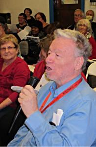 Un participant prend la parole